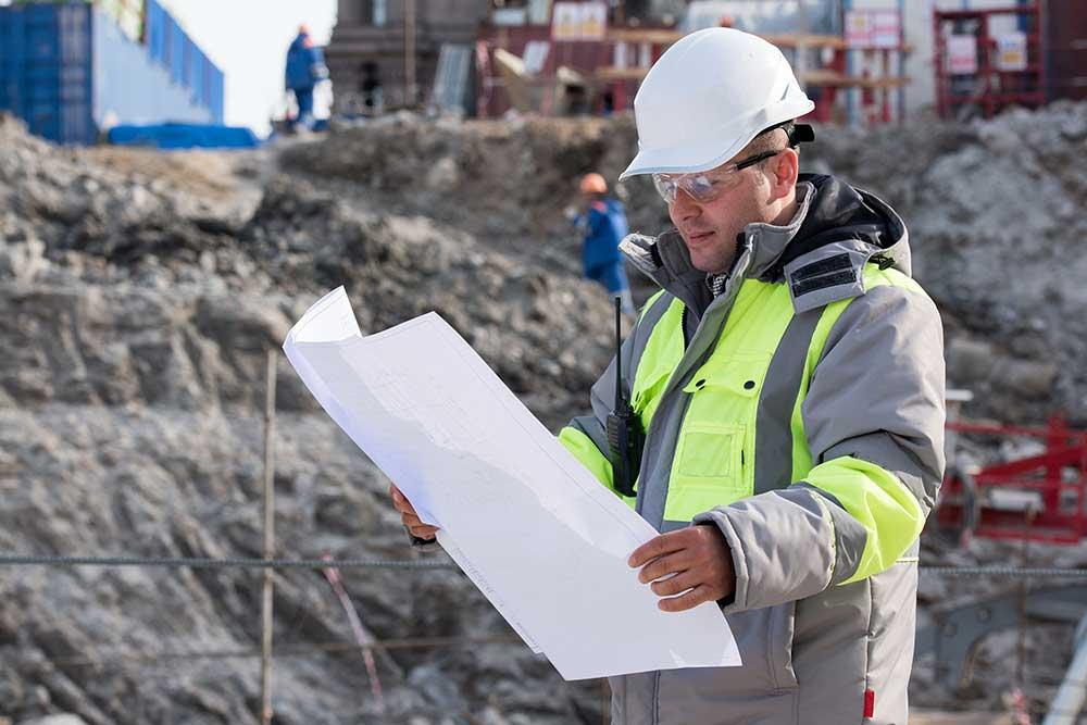 Ingenieur auf Baustelle